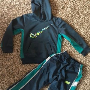 Nike therma fit sweatshirt and matching pants